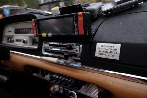 Übersichtliches Cockpit mit Tacho, Radio, Tankanzeige, Taxameter und Heizung