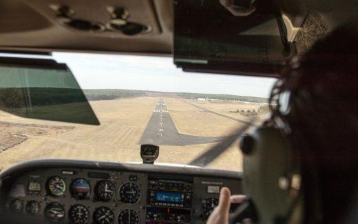 Bild aus dem Cockpit beim Landeanflug auf Schönhagen