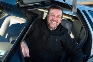 Dirk Lehmann in seinem umgebauten DeLorean