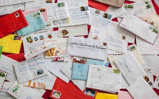 Unzählige Briefe aus aller Welt erreichen den Weihnachtsmann Jahr für Jahr in Himmelpfort