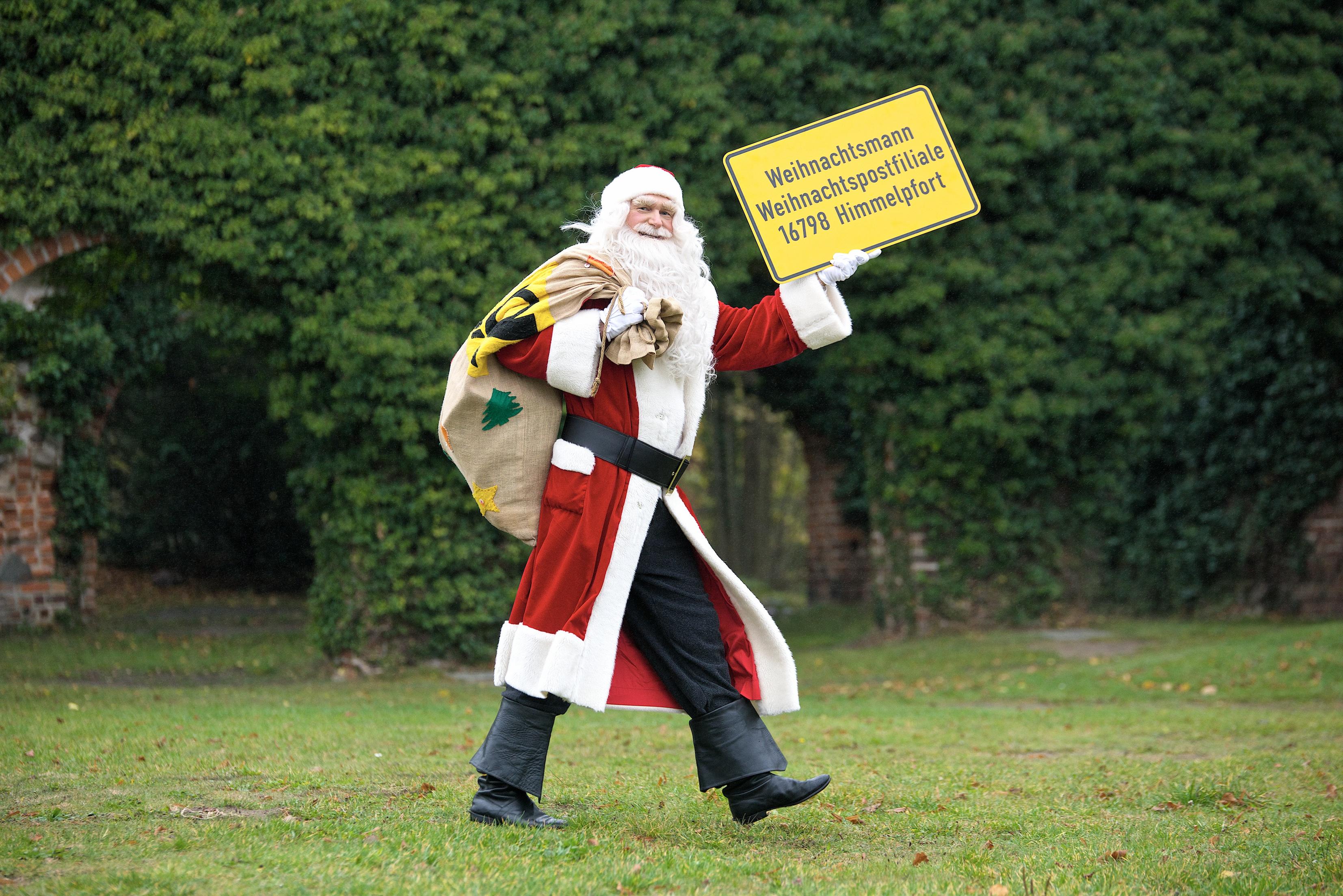 Ankunft des Weihnachtsmannes in der Weihnachtspostfiliale in Himmelpfort