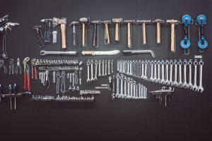 Handwerkszeug für einen Künstler: Hammer und Schraubenschlüssel statt Leinwand und Pinsel