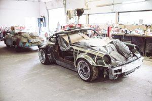 Auch Porsche Klassiker wie diesen 964 Turbo verwandelt Oliver Kaps nach Kundenwunsch