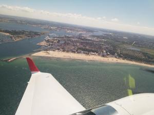 Rückflug: Vor der Landung geht es an Rostock Warnemünde vorbei